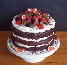 After some time we have a cake, yuch! This time it& a simple . Vegan Sweets, Vegan Desserts, Dessert Recipes, Chocolate Torte, Vegan Chocolate, Dairy Free Recipes, Vegan Recipes, Nake Cake, Vegan Cake