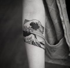 "Wagner Basei on Instagram: ""Kanagawa wave. Thanks so much @niamhcaoimhe #tattoo #blackwork #blackndark #geometrictattoo #blacktattoo #blacktattoomag #myworldofink #btattooing #tattrx #Equilattera #dublinink #dublintattoo #onlyblackart #tattooistartmag #tattoolookbook #tattoosnob #blackworkerssubmission #tattooartist #tattooartistmagazine #taot #formink #inkistinctsubmission #tatouage #tatuaggio #blacktattooart #inkig"""