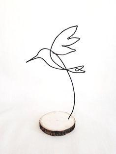 Wire sculpture of hummingbird personalize custom bird desk decor office decor wire art garden decor home decor desk accessories Wire Art Sculpture, Bronze Sculpture, Wire Sculptures, Abstract Sculpture, Chicken Wire Sculpture, Sculpture Garden, Photos Colibri, Sculptures Sur Fil, Deco Nature