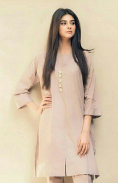 Pakistani Fashion Casual, Pakistani Dresses Casual, Simple Dresses, Nice Dresses, Kurta Designs Women, Blouse Designs, Indian Wedding Outfits, Indian Outfits, Sleeves Designs For Dresses