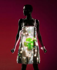 A beutiful #light dress by designers Moritz Waldemeyer & Hussein Chalayan created with 15,000 #LEDs that are embedded beneath the fabric.