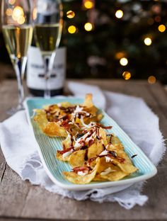 Potato chips with chèvrecreme, prosciutto chips and balsamico. Snack Recipes, Dessert Recipes, Cooking Recipes, Vegan Recipes, Prosciutto, A Food, Good Food, Party Food And Drinks, Christmas Snacks