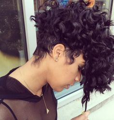 50 Best Curly Pixie Cut Ideas that Flatter Your Face Shape Nis 2017 admin Kurzhaar Frisuren 0 What can be more adorable, sweet and classy all in o. Undercut Curly Hair, Undercut Hairstyles, Shaved Curly Hair, Curly Haircuts, Medium Hairstyles, Braided Hairstyles, Wedding Hairstyles, Curly Pixie Cuts, Short Hair Cuts