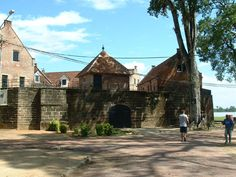 Fort Zeelandia, Suriname. Fort Zeelandia is a fortress in Paramaribo, that was built by British colonists in 1651 around a small trading post created by the Dutch. (V)