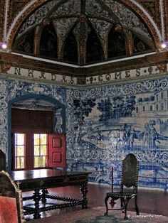Azulejos (Portuguese painted wall tiles) at Sintra National Palace, #Portugal