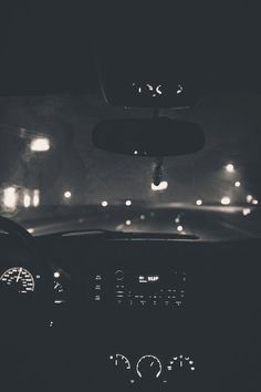 Night driving photography black and white cars dark night lights - Aesthetic Photography Night Driving, Night Aesthetic, Aesthetic Clothes, Black And White Aesthetic, Dark Night, Nocturne, Picture Wall, Black Picture, Black And White Photography