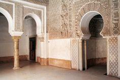 La arquitectura marroquí tiene un encanto un tanto exótico y los turistas que visitan el país en busca un mundo lleno de tradición y cultura.   Es una mezcla del áfrica negra y estilos islámicos de diseño, los islámicos dominan en esta combinación #ViajeaMarruecos #arquitectura