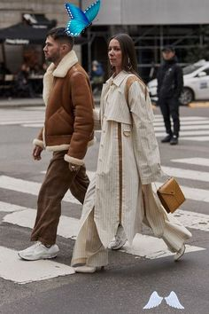 Milan Fashion Week Fall 2019 Attendees Pictures  <br> Attendees at Milan Fashion Week Fall 2019 - Street Fashion Seoul Fashion, Milan Fashion Weeks, Fall Fashion, Style Fashion, Nude Outfits, Outfits Casual, Couple Outfits, Fashion Outfits, Korean Fashion Men