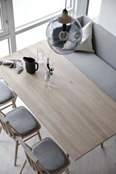 SPONSORED POST Dear reader, let me introduce you to ygg&lyng! A Norwegian furniture company that you might not have heard of yet but that d. Dinning Nook, Dining Table, Wood Sofa, Dining Chair Cushions, Wholesale Furniture, Furniture Collection, Interior Design Living Room, Interior Inspiration, Forslag