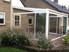We hebben we weer een tuinkamer met Solarlux-schuifwanden opgeleverd te Lunteren. Wel komt er nog bovenliggende zonwering op, deze fotos volgen z.s.m!
