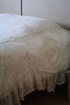 Shabby Chic Bedrooms, Shabby Chic Cottage, Lace Bedding, Bedding Sets, Comforter, Antique Lace, Vintage Lace, Casas Shabby Chic, Bed Linen Sets