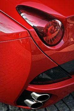 Great photo of a Ferrari California!