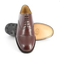 Mens handmade brown oxford shoes with leather sole Shop the best handmade shoes at http://www.tuccipolo.com