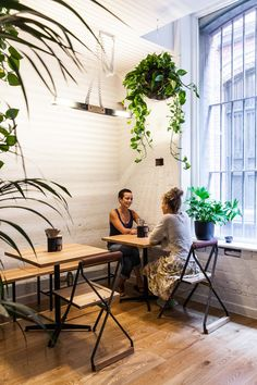 Sun Moth Canteen and Bar attracts the Central Melbourne crowd with hearty fare and local drinks... http://www.we-heart.com/2015/02/10/sun-moth-canteen-bar-melbourne/
