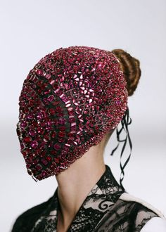 Maison Martin Margiela F/W 2013 presented at Paris Haute Couture Week Fashion Fail, Weird Fashion, High Fashion, Masks Art, Couture Week, Diy Face Mask, Face Masks, Artisanal, Beauty Trends