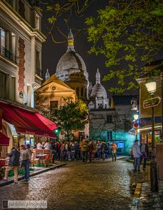 Sacre Coeur - Soir - Paris - France I ate a nutella and banana crepe at this cafe on the left!  So wonderful!