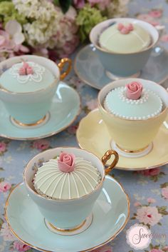 Tea Party Ideas Decadent cupcakes in vintage tea cups Cupcakes Decorados, Edible Wedding Favors, Wedding Centerpieces, Tall Centerpiece, Cupcake Display, Cupcake Holders, Afternoon Tea Parties, Afternoon Tea Cakes, Wedding Cupcakes