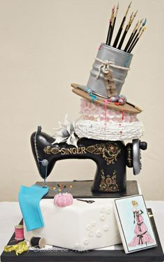 This sewing machine cake was made a few years ago, but I wanted to share with you, for any inspiration. Bianca Jenema and I made this Cake a few years ago for the contest on Dutch fair (Taart en Trends). In the category groups, we had the first. Gorgeous Cakes, Pretty Cakes, Cute Cakes, Amazing Cakes, Amazing Art, Sewing Machine Cake, Sewing Cake, Cake Boss, Crazy Cakes