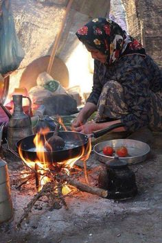 . Kurdish Food, The Kurds, Old Photography, Garden Of Eden, Kurdistan, Kinds Of People, Sd Card, Afghanistan, Old Women