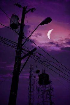 paisaje urbano Fuck Yeah Welcome to Night Vale! Night Vale Presents, Rauch Fotografie, Dark Purple Aesthetic, Glow Cloud, The Moon Is Beautiful, Photo Chat, Purple Walls, Purple Sky, Night Aesthetic