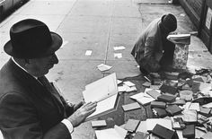 El extraordinario hallazgo // Papers and books thrown away (by André Kertész, 1974)