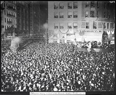Opera singer Luisa Tetrazzini sings in front of the Chronicle building Christmas eve 1910.    Photo was taken: 12/24/1910.  SF History Center, Photo: SF History Center, SF Public Library