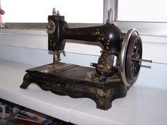 antiquesewingmachines