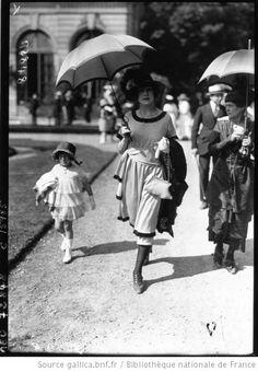 Modes à Bagatelle, by Agence Meurisse, 1919. Bibliotheque nationale de France