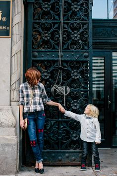 Here are 8 tips for pulling together perfect family photoshoot outfits (that aren't matchy-matchy).