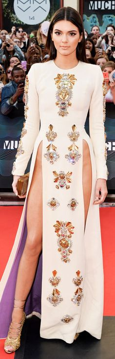 Kendall Jenner hosts the Much Music Awards with her sister, Kylie, and wears a double, super-high-slit dress on the red carpet by Fausto Puglisi. Kendall Jenner Style, Le Style Du Jenner, Kendall And Kylie, Fashion Models, High Fashion, Womens Fashion, Sexy Dresses, Prom Dresses, High Slit Dress