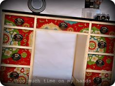Decorating Modge Podge fabric on to an old desk - doing this to a repurposed dresser for the boys. Decoupage Desk, Decoupage Furniture, Funky Furniture, Home Decor Furniture, Furniture Projects, Furniture Makeover, Painted Furniture, Desk Makeover, Upcycled Furniture