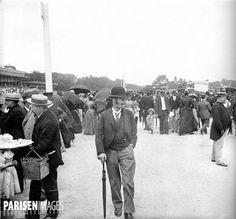 Le jour du Grand Prix à lhippodrome de Longchamp. Paris, 1895. Détail dune vue stéréoscopique. © Léon et Lévy / Roger-Viollet