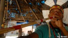 Índios da Aldeia Maracanã recebem notificação de despejo | Caio Quero - Rio de Janeiro, RJ. As famílias indígenas que ocupam desde 2006 o terreno do antigo Museu do Índio, nas proximidades do estádio do Maracanã, na zona norte do Rio de Janeiro, receberam nesta sexta-feira uma notificação da Procuradoria Geral do Estado que estabelece um prazo de dez dias para que eles se retirem do local. http://mmanchete.blogspot.com.br/2013/01/indios-da-aldeia-maracana-recebem.html#.UPnDjyeCmSo