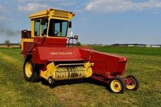 New Holland Haycruiser 1425 Self-Propelled Square Baler White Tractor, New Tractor, Ford Tractors, John Deere Tractors, Vintage Tractors, Vintage Farm, Agriculture Photos, New Holland Agriculture, Agriculture Tractor