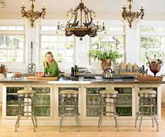 Glas-fronted cabinets can display vintage-inspired glassware.
