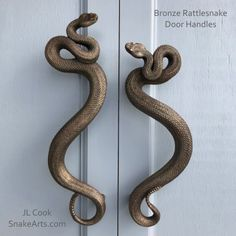 Bronze rattlesnake door handlesBronze rattlesnake door pictures of black front doors (front entrance)Lead glass double doors house brass handles and bolt locks under an arched glass pane that reflect the large structure of the Casas Containers, Gothic House, My Dream Home, Interior And Exterior, Home Accessories, Door Handles, Door Knobs, Interior Decorating, Sweet Home