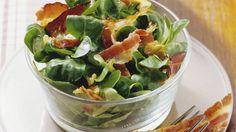 Rezept: Feldsalat mit Nüssen und Speck
