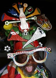 Makarapa = 2010 soccer world cup LOVE Africa Handmade Africa Craft, Soccer World, Try Something New, African Culture, Tribal Fashion, My Land, Football Fans, Continents, World Cup