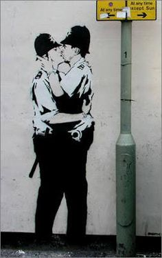 Bilder: Best of Banksy Graffiti - Kunst Banksy Graffiti, Street Art Banksy, Images Graffiti, Graffiti Kunst, Graffiti Artwork, Bansky, Berlin Graffiti, Banksy Canvas, Graffiti Lettering