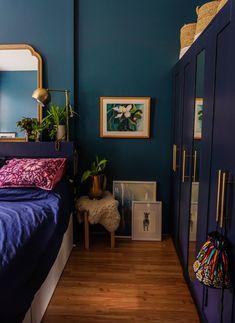 Teal Bedroom Walls, Teal Accent Walls, Teal Rooms, Blue Bedroom Decor, Accent Wall Bedroom, Teal Walls, Bedroom Ideas, Teal Bedroom Furniture, Dark Teal Bedroom