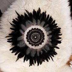 Boho Diy, Boho Decor, Juju Hat, Weaving Designs, Seashell Art, Black And White Colour, Real Flowers, Spring Crafts, Beautiful Interiors