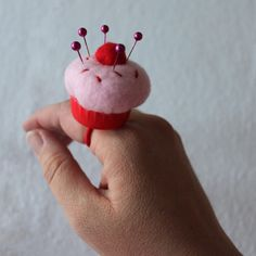 Today I'm over at Dollar Store Crafts sharing how to make these cute cupcake pin cushions . Once you get the basics on the larger size, com. Felt Crafts, Crafts To Make, Fabric Crafts, Sewing Crafts, Diy Crafts, Craft Projects, Sewing Projects, Projects To Try, Dollar Store Crafts