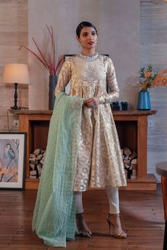 Ethnic by Outfitters Fancy Winter Dresses Casual Shirts Designs 2020 Collection consists of linen khaddar shawl dresses, velvet suits, stitched kurtis Pakistani Wedding Outfits, Pakistani Dresses, Nice Dresses, Casual Dresses, Awesome Dresses, Chudi Neck Designs, Winter Shirts, Winter Dresses, Traditional Outfits