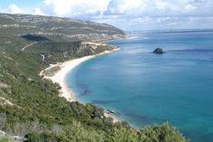 Um dos 13 Parques Naturaisde Portugal continental é o Parque Natural da Arrábida, um pequeno gigante comcaraterísticas únicas! A cordilheira da Arrábida abrange os concelhos de Palmela, Sesimbra …