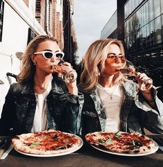 best friends and pizza