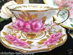 Collingwoods Amazing Tea Cup and Saucer Cabbage Roses Painted Teacup Gold Gilt Vintage High Tea, Vintage Cups, Tea Cup Saucer, Tea Cups, Tea And Crumpets, Tea Party Setting, Tea Blog, Pink Cups, Teapots And Cups