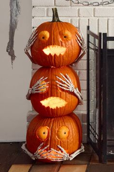 Pumpkin is a major part of Halloween and Fall decoration. Here you will find some of the classiest and most fabulous Pumpkin Halloween Decor Ideas. Funny Pumpkin Carvings, Amazing Pumpkin Carving, Pumpkin Carving Patterns, Halloween Tags, Halloween Pumpkins, Halloween Decorations, Halloween Parties, Halloween Projects, Spooky Decor