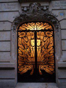Photos Blend of Architecture with Art Nouveau. At this time it was a revolutionary movement where there was a strict barrier between pure art and art. Art Nouveau focuses more on the concept of und… Cool Doors, The Doors, Unique Doors, Entrance Doors, Doorway, Windows And Doors, Modern Entrance, Entrance Ways, Grand Entrance