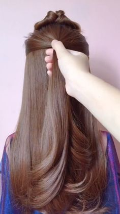 Learn the Step by Step of This Simple and Beautiful Hairstyle! Aprenda o Passo a Passo Desse Penteado Simples e Lindo! Easy Hairstyles For Long Hair, Simple Hairstyle Video, Simple Everyday Hairstyles, Pretty Hairstyles, Easy Ponytail Hairstyles, Waitress Hairstyles, Easy Hairstyles For Thick Hair, Hairstyles For Medium Length Hair Tutorial, Rainy Day Hairstyles