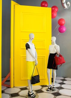 """MAX&CO.,Milan,Italy, """"All our visitors bring happiness.some by coming… Visual Display, Display Design, Box Design, Fashion Displays, Clothing Displays, Visual Merchandising, Window Shopper, Display Block, Max Co"""